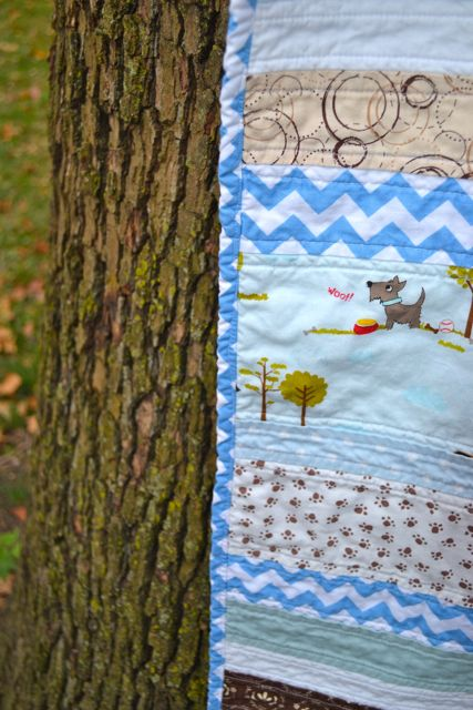 Blue puppies strip quilt2