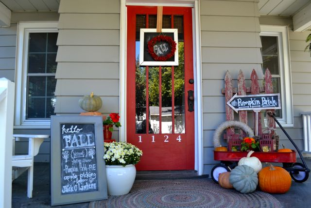 Fall outdoor decor newlywoodwards How to decorate your front porch for fall