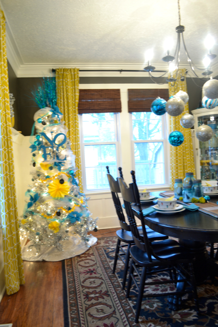 Dining Room Silver Turquoise Yellow Christmas4