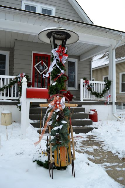 Exterior Christmas Decor4