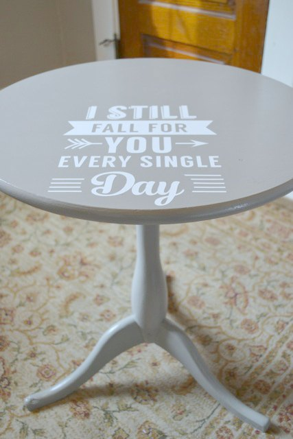 Graphic painted table DIY2