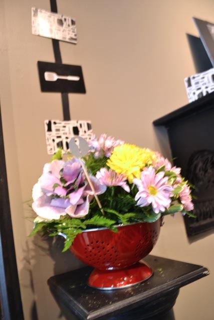 Floral arrangmenets in a colander1