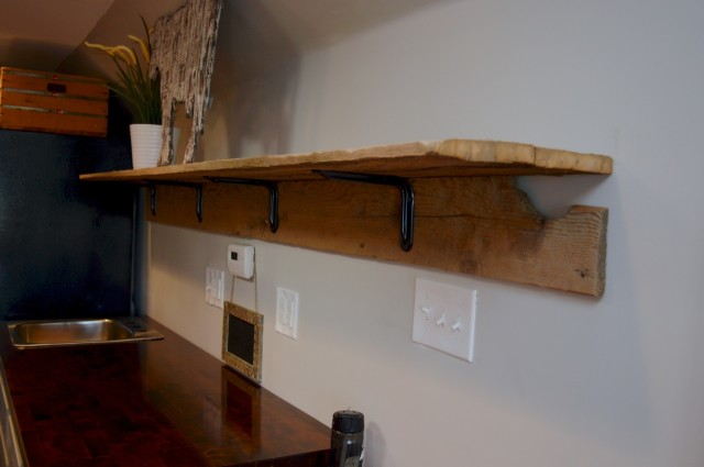Barnwood shelf with brackets1