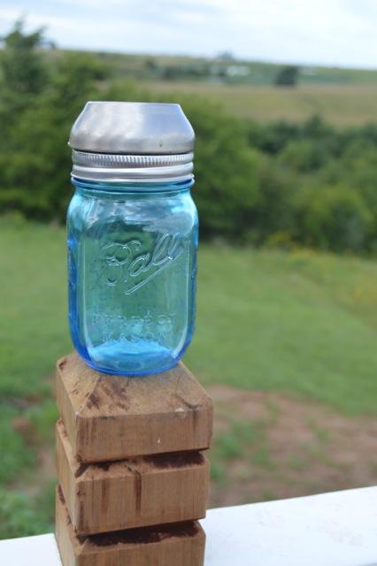 DIY Blue Ball Jar Solar Lights5
