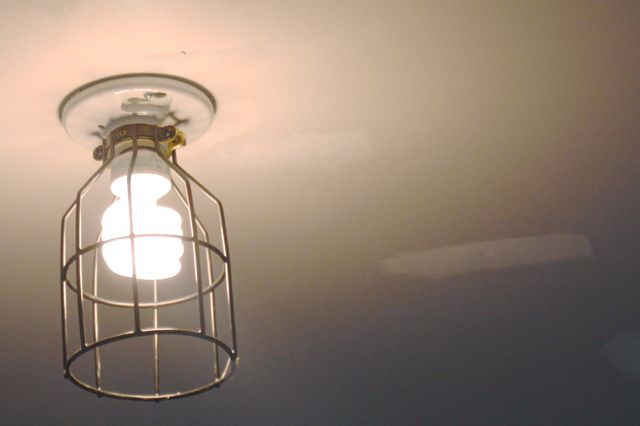 Barn light wire cage lamp guard1