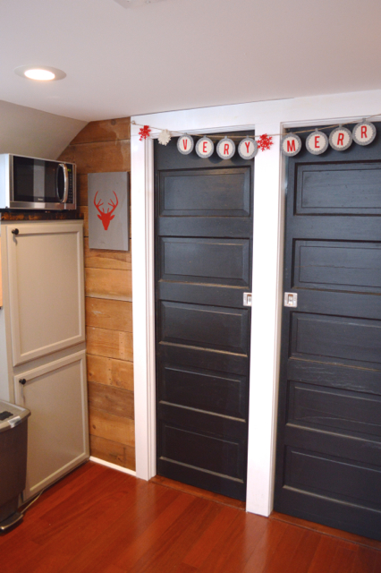 Christmas decor tiny house barn NewlyWoodwards16