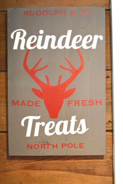 Reindeer treats DIY vinyl holiday sign2