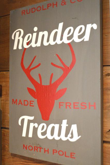 Reindeer treats DIY vinyl holiday sign3