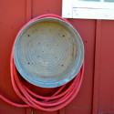 Metal washtub as hose reel4