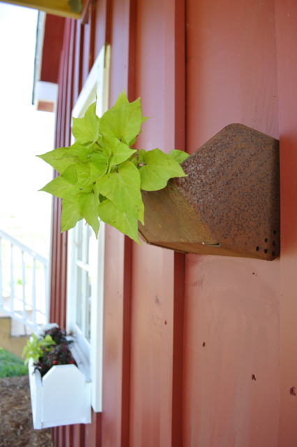 upcycled wall planters9