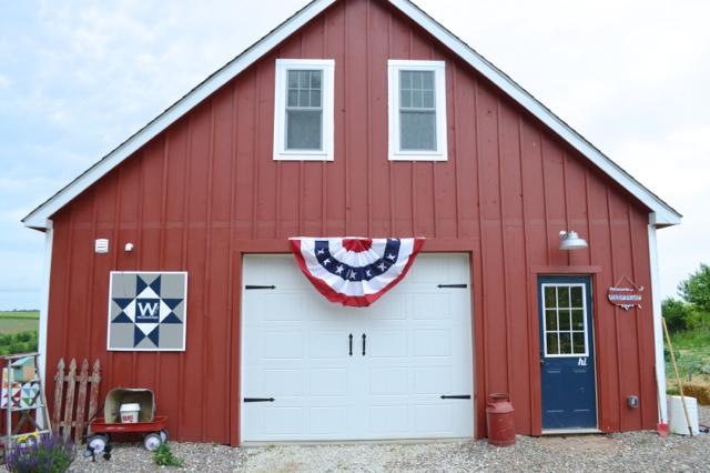 Patriotic barn 20154