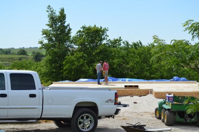 Raising walls and floor trusses01