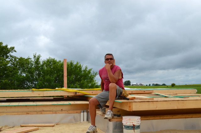 Raising walls and floor trusses04