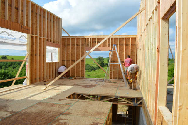 Raising walls and floor trusses06