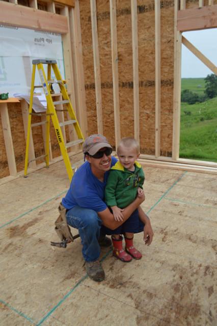 Raising walls and floor trusses07