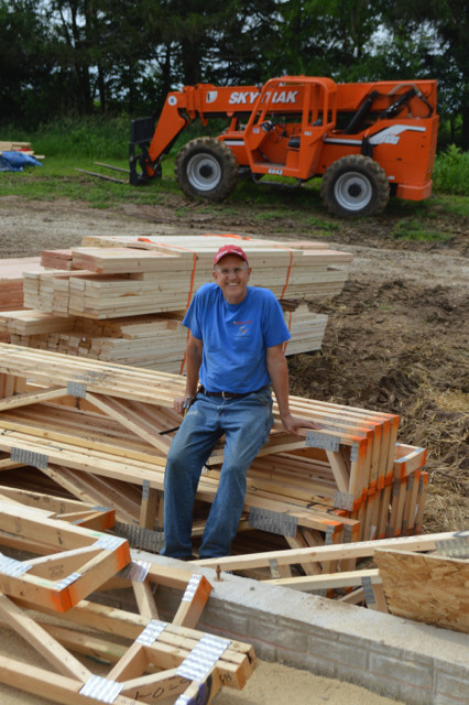 Raising walls and floor trusses08