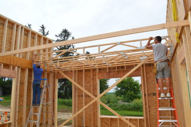 Raising walls and floor trusses09