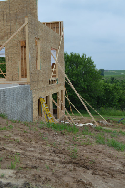 Raising walls and floor trusses10
