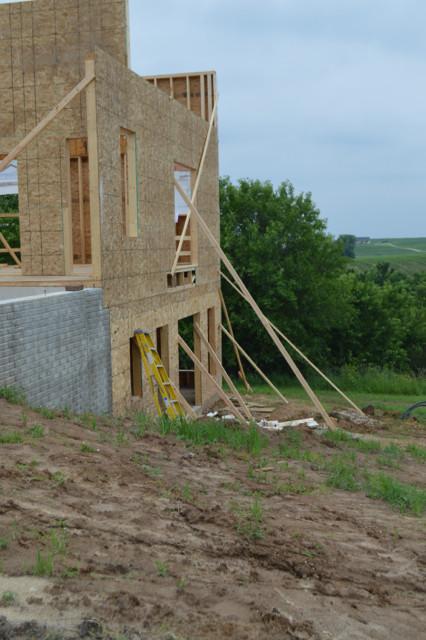 Raising walls and floor trusses10