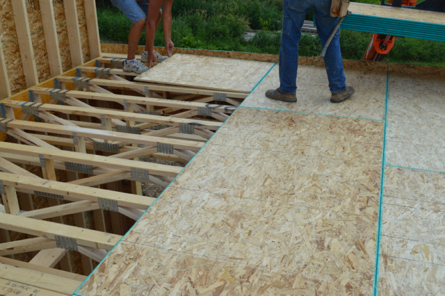 Raising walls and floor trusses19