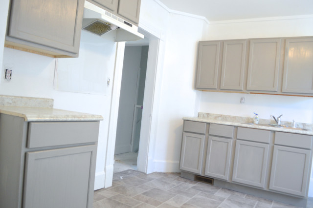 Painting Kitchen Cabinets And Walls In The Rental NewlyWoodwards - How to paint kitchen cabinets gray