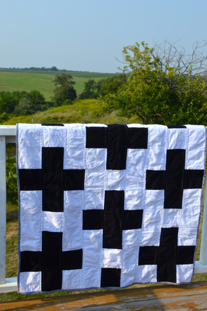 black and white cross quilt1