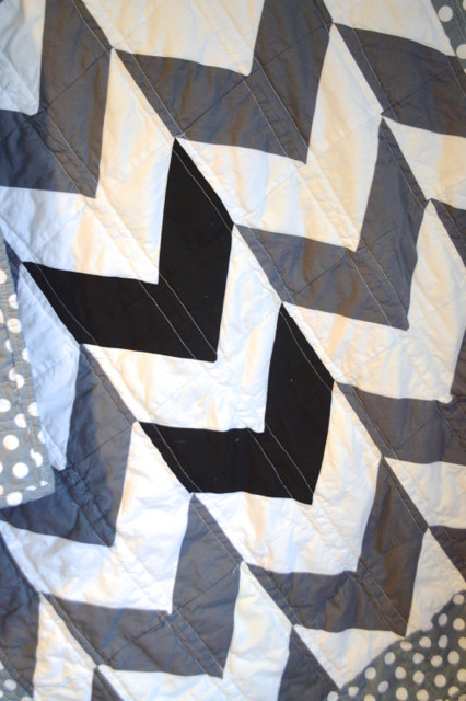 black white gray arrows quilt3