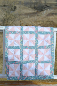 A perfectly girly pinwheel quilt (and a tip to create a matching quilt for existing bedding)
