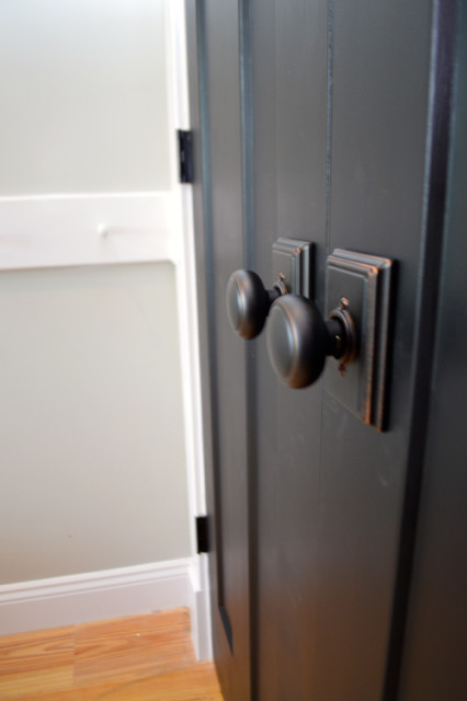 traditional farmhouse style doorknobs from schlage4