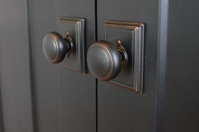 traditional farmhouse style doorknobs from schlage5