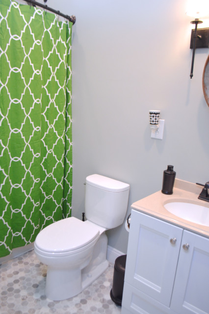 Bathroom with kelly green curtain1