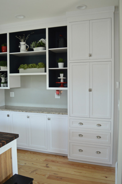 Painting open shelves dark blue with white03