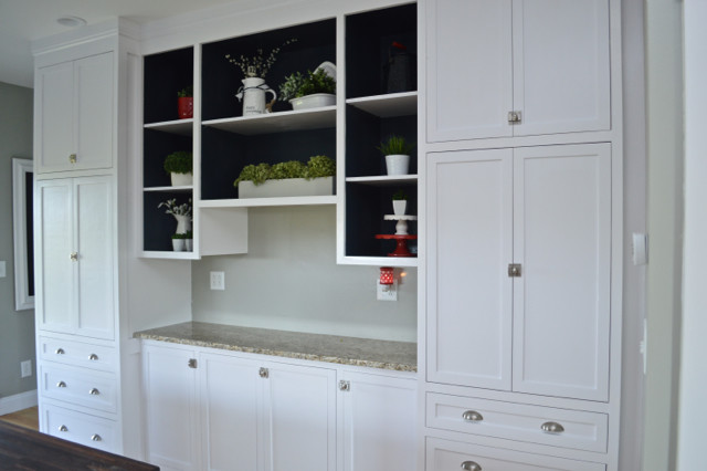 Painting open shelves dark blue with white04