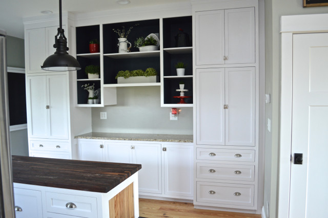 Painting open shelves dark blue with white05