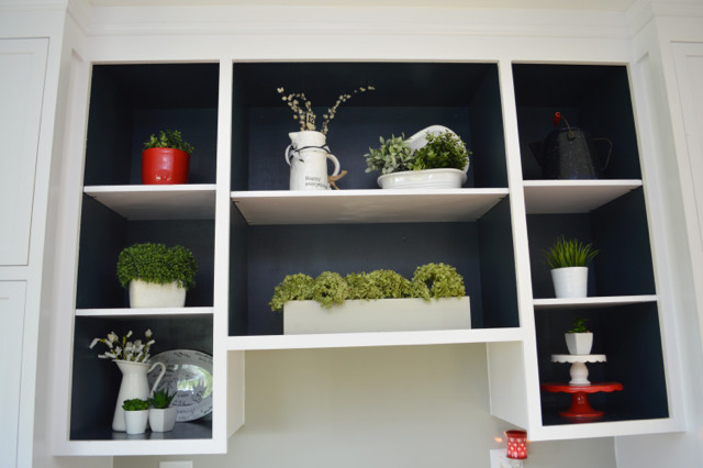 Painting open shelves dark blue with white07