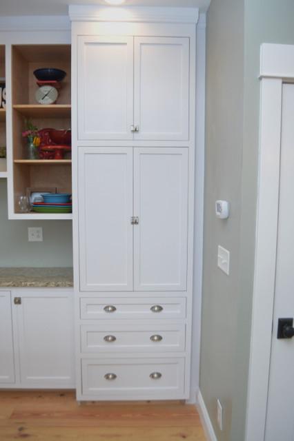 White kitchen cabinets design 07