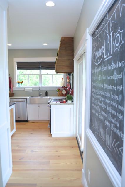 White kitchen cabinets design 11