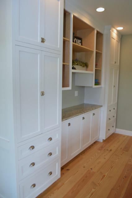 White kitchen cabinets design 12