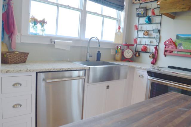 White kitchen cabinets design 14