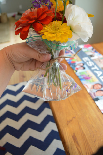 how to make a photo cube into a vase1