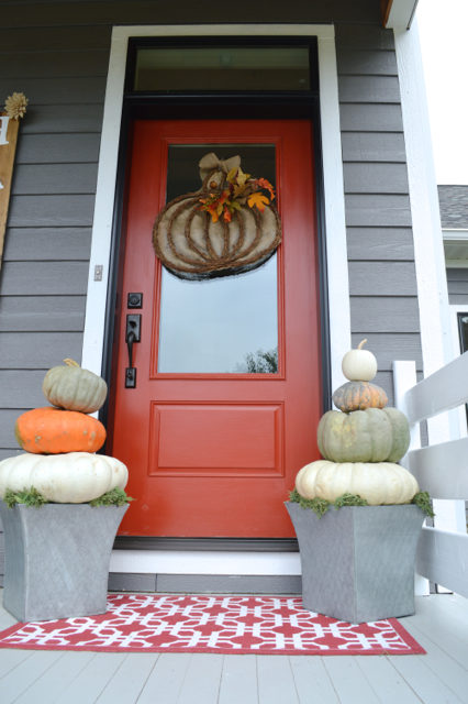 front-porch-fall-decor-pumpkin-topiaries07