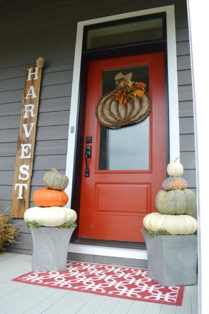 front-porch-fall-decor-pumpkin-topiaries08