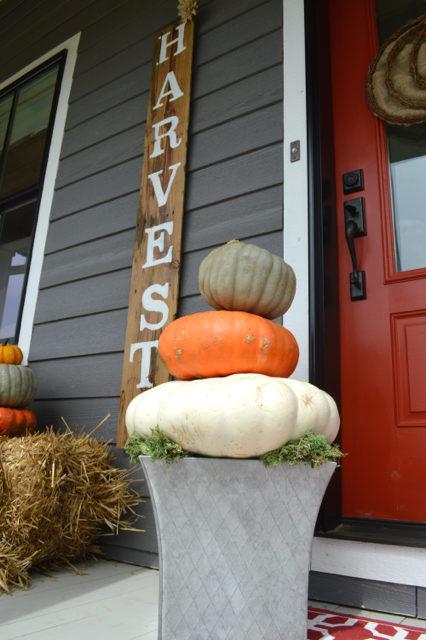 front-porch-fall-decor-pumpkin-topiaries09