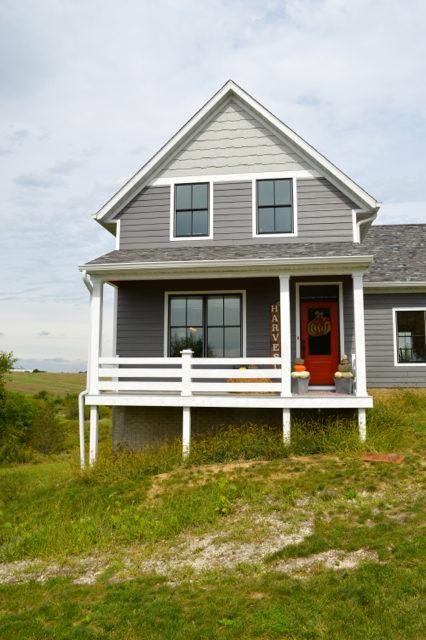 front-porch-fall-decor-pumpkin-topiaries11