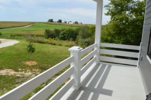 Porch railings in white