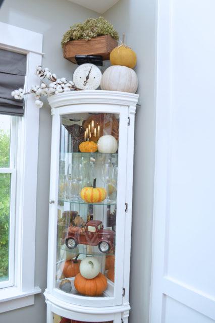 fall-decor-hutch-inspiration2