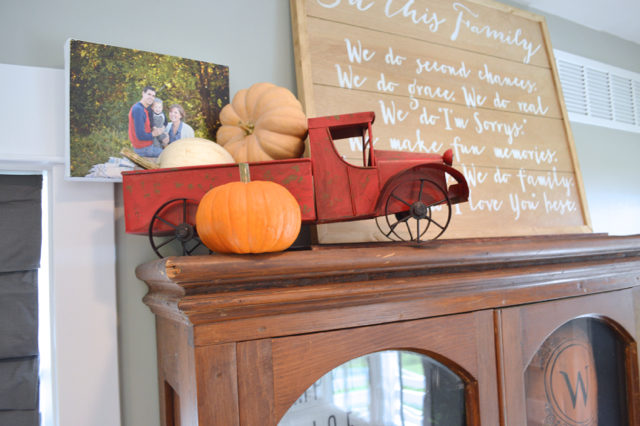 fall-decor-hutch-inspiration5
