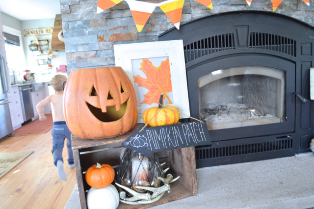 halloween-mantel-newlywoodwards6