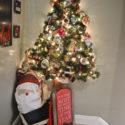 hallway-gallery-wall-and-wall-christmas-tree11