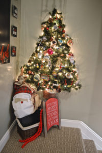 A holiday gallery wall (and six free printable downloads for Christmas)